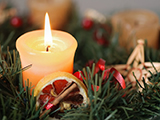 martinan081000123.jpg - detail of christmas advent wreath with burning candle. focus on candle.